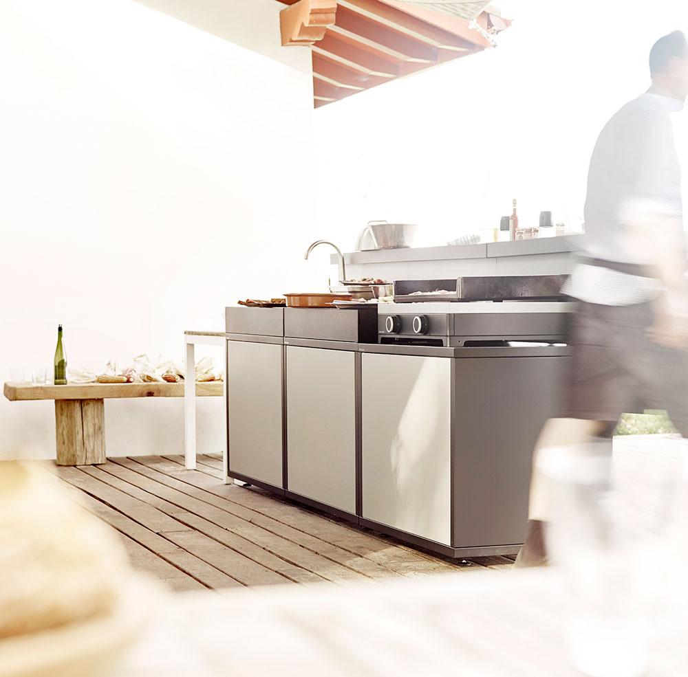 Cuisine-pour-plancha-design-acier-forge-adour