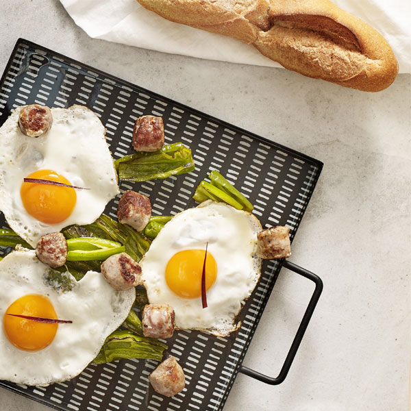 Sunny-side-up, Anglet pepper and split sausage