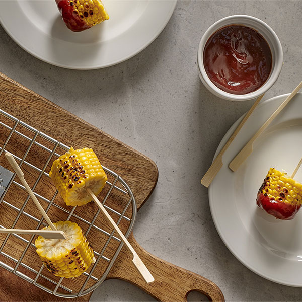 Corn lollipop à la plancha with barbecue sauce